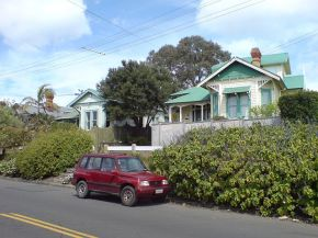 Older villas in southern Grey Lynn. Wikipedia, public domain.