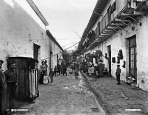 Conventillo baires, public domain  http://es.wikipedia.org/wiki/Huelga_de_inquilinos_de_1907